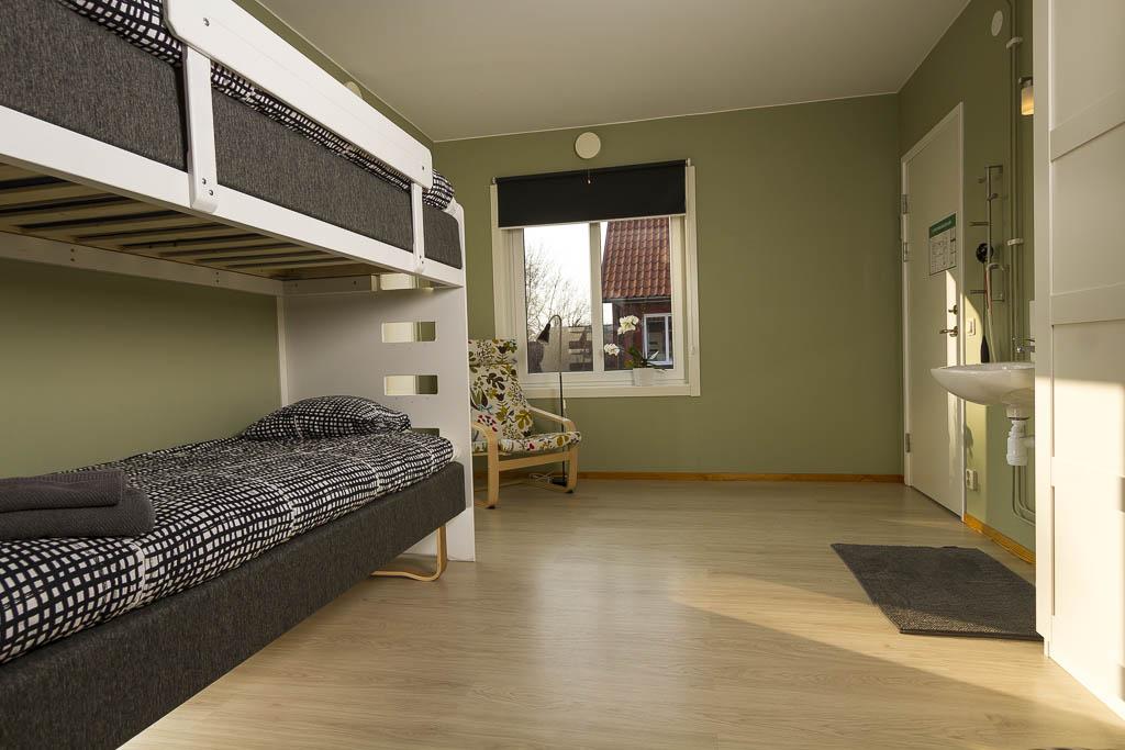 Sexbäddsrum med nya sängar